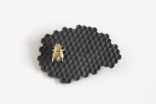 蜂の巣_ブローチ
